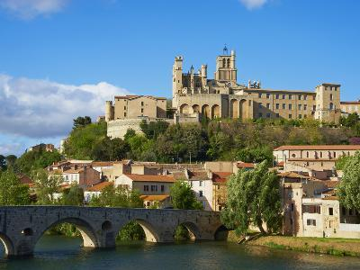 Cathedral Saint-Nazaire and Pont Vieux (Old Bridge) over River Orb, Beziers, Herault, France