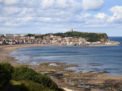 South Bay from South Cliff Gardens, Scarborough, North Yorkshire, Yorkshire, England, UK, Europe