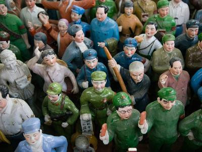 Antique Store Display of Chairman Mao's Communist Era Souvenir Statues, Hollywood Road, Central ...