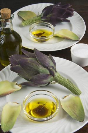 Artichoke with Dipping Sauce (Oil, Salt, Pepper and Vinegar), Cuisine