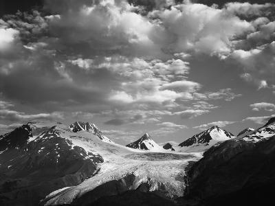Worthington Glacier and Chugach Mountains, Thompson Pass Near Valdez, Alaska, USA