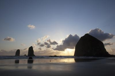 Haystack Rock at Sunset, Cannon Beach, Oregon, USA