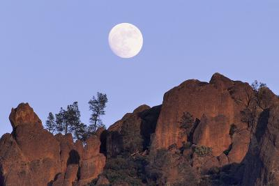 Full Moon, High Peaks, Pinnacles National Monument, California, USA