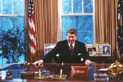 President Ronald Reagan in Oval Office Poster