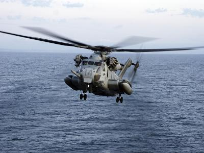 An MH-53E Sea Dragon in Flight Over the Pacific Ocean