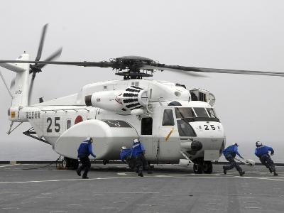 An MH-53E Super Stallion Helicopter Lands Aboard USS Tortuga