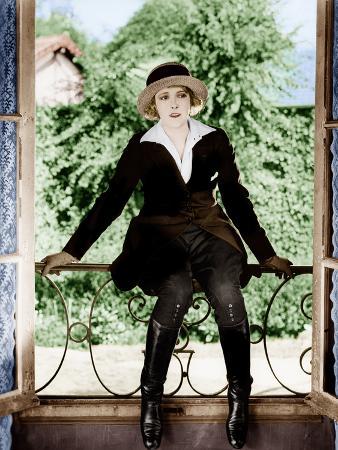 THE PERILS OF PAULINE, Pearl White, 1914