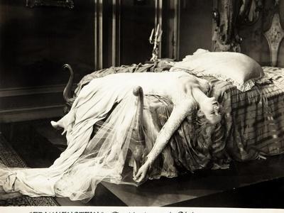 Frankenstein, Mae Clarke on lobbycard, 1931
