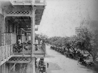 Bombay: Front of Watson's Hotel, 1870s