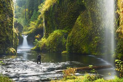 Punchbowl Falls in Eagle Creek, Columbia Gorge, Oregon, USA
