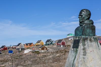 Inuit Village and Ejnar Mikkelsen Statue