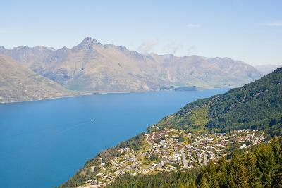 Queenstown, Lake Wakatipu and the Remarkables Mountains, Otago, South Island, New Zealand, Pacific