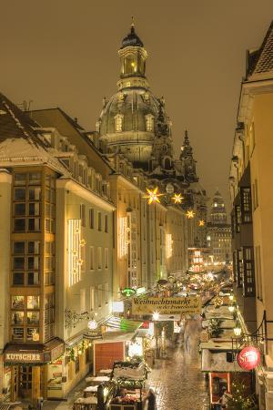 Manzgasse Christmas Market with the Frauenkirche in the Background