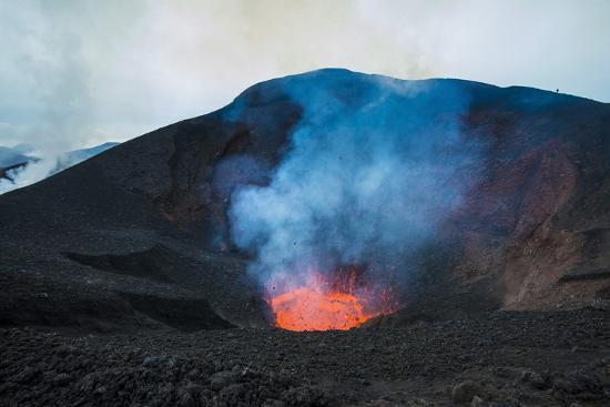 active lava eruption on the tolbachik volcano kamchatka