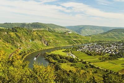 View of Moselle River (Mosel) and Puenderich Village, Rhineland-Palatinate, Germany, Europe