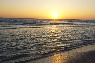The Bright Sun Sets over the Horizon Line of the Gulf of Mexico, Florida