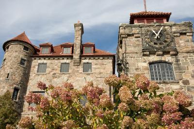 New York, St. Lawrence Seaway. Singer Castle on Dark Island.
