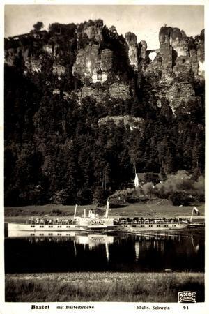 Dampfer Tetschen Auf Der Elbe Passiert Die Bastei