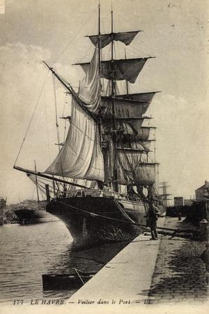 Le Havre, Vue D'Un Voilier Dans Le Port, Homme