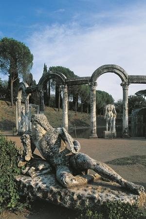Italy, Latium, Tivoli, Hadrian's Villa, Statue on River Tiber