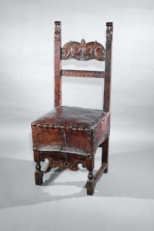 Walnut Venetian Chair with Carved Stretchers and Leather Seat, Italy, Late 16th Century