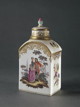 Tea Caddy with Amorous Scene Decoration