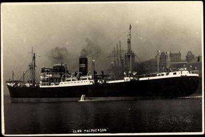 Dampfschiff Clan Macpherson Am Hafen in Fahrt