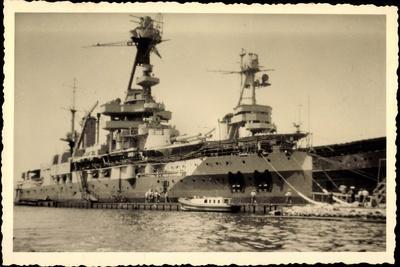 Foto Französisches Kriegsschiff, Hafen, Dockarbeiter
