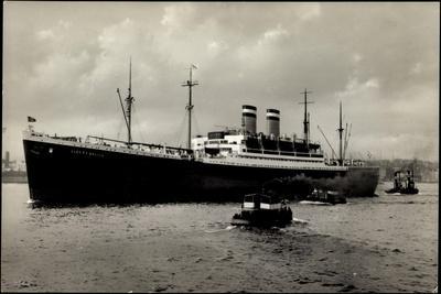 Hapag, Hochseedampfer Albert Ballin Im Hafen