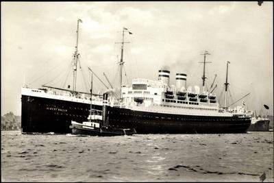 Hapag, Dampfschiff Albert Ballin Am Hafen, Schlepper