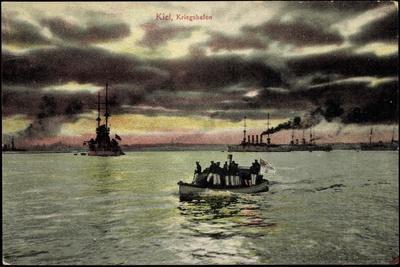 Kiel, Blick Zum Kriegshafen, Dampfer, Marinesoldaten