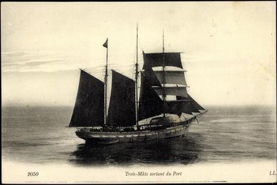 Segelschiff Verlässt Den Hafen, Dreimaster