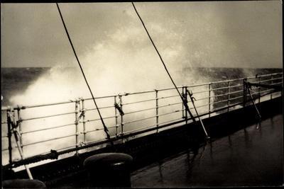 Hapag, Seestück, Dampfer Im Seegang, Wellen an Deck