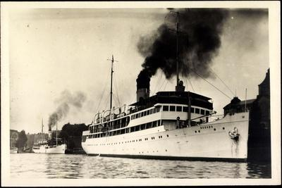 Foto Dampfschiff Rugard Vor Anker Im Hafen, Rauch