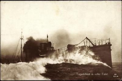 Deutsches Kriegsschiff, Torpedoboot in Fahrt, Meer
