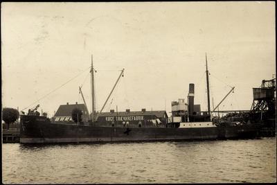 Foto Dampfer in Einem Hafen, Köge Traevarefabrik