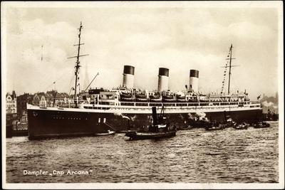 HSDG, Dampfschiff Cap Arcona Am Hafen, Schlepper