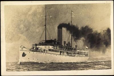 Dampfschiff Kumanovo Auf Hoher See, Rauch