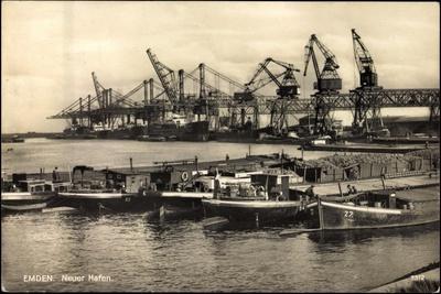 Emden, Blick Zum Neuen Hafen, Kräne, Schiffe