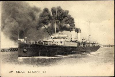 Calais, Steamer La Victoria En Port,Beacoup D Vapeur