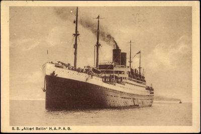 Dampfer Altert Ballin in Fahrt, Hamburg Amerika Linie