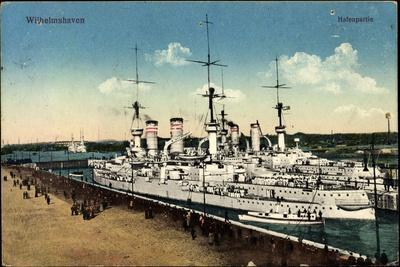 Wilhelmshaven, Kriegsschiffe Im Hafen