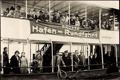 Dampfer Mit Passagieren an Bord B. Hafenrundfahrt