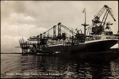 Emden, Löschung Eines Erzdampfers, Neuer Hafen