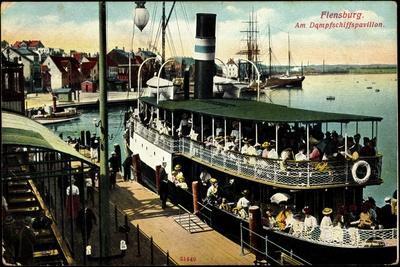 Flensburg, Dampferschiffpavillon, Sonnenschirm,Boote