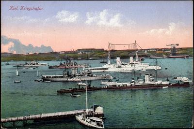 Kiel, Blick Zum Kriegshafen, Segelboote, Kriegsschiffe