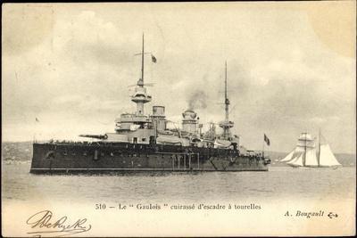Kriegsschiff Le Gaulois Und Segelboot