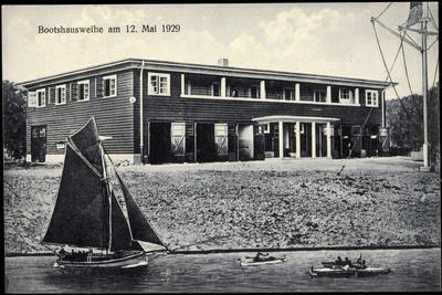 Kiel, Bootshaus Und Jugendherberge, Segelboot, Kanus