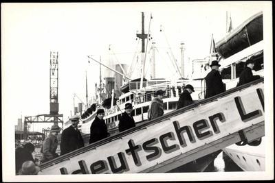 Foto Lloyd Bremen, Gangway, Passagiere, Dampfer