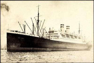 Hapag, Dampfschiff New York Am Hafen Vor Anker